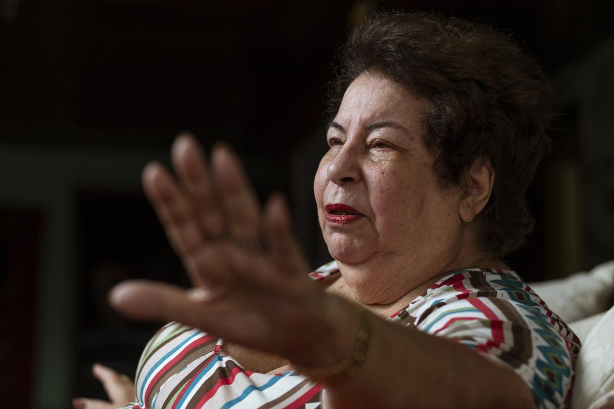 Bolsonaro avisou que os backing vocals de Nana devem entrar no MEC no lugar dos alunos de Olavo de Carvalho.