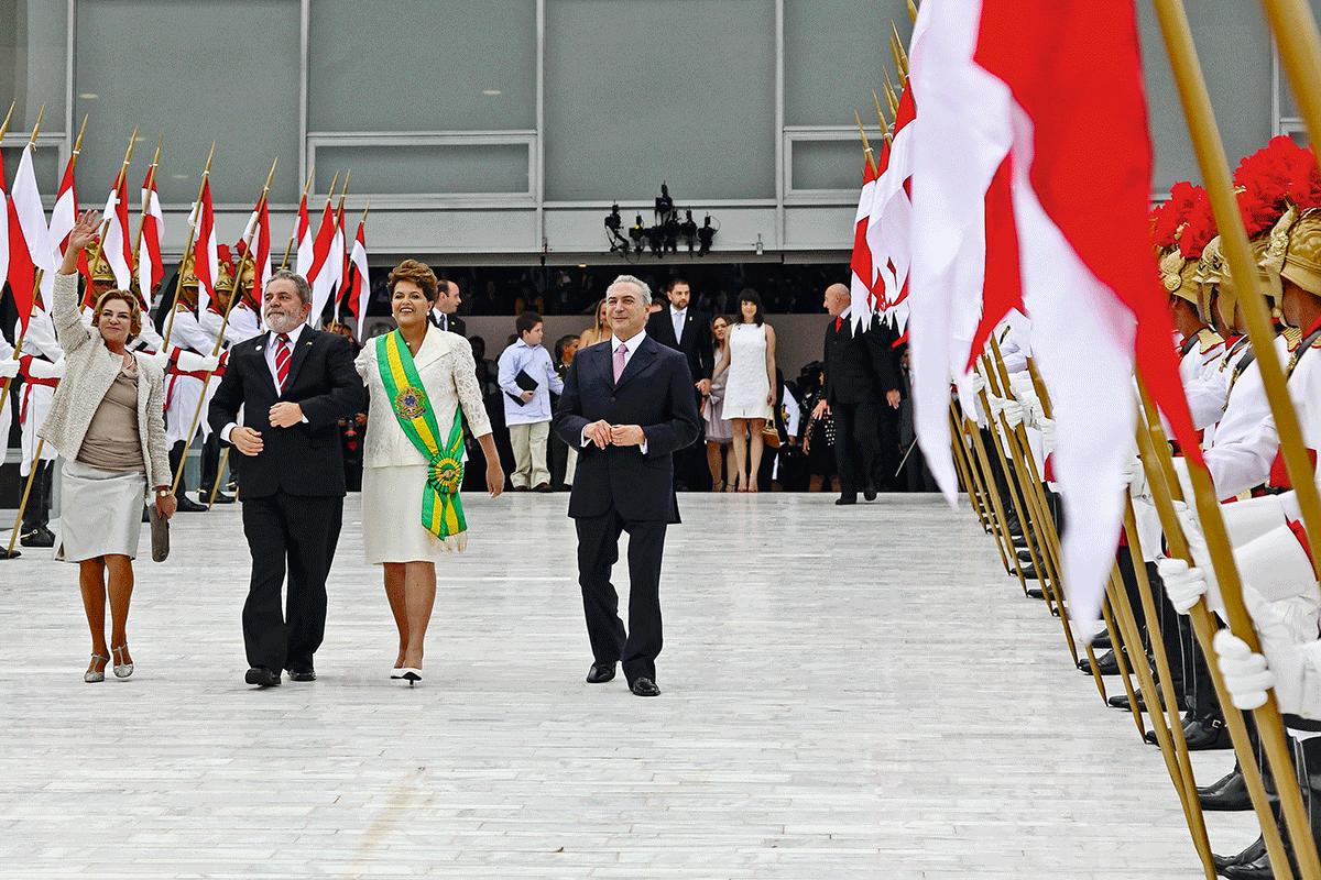 """Dilma, Lula e Marisa parecem ter se esquecido de Temer, no dia da posse da presidente: """"Quem imaginava que esse homem, cinco anos depois ia querer sair na foto sem Dilma?"""""""