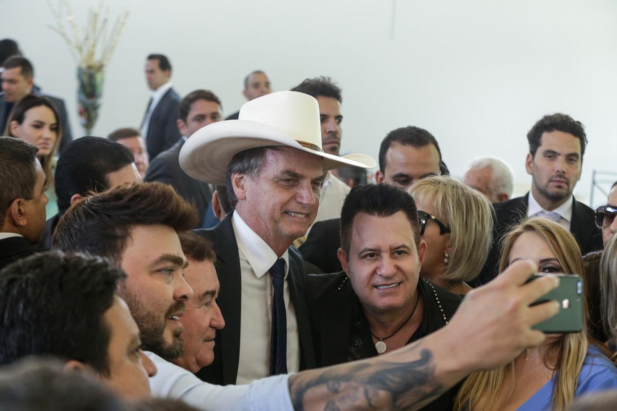 """Bolsonaro também estuda mudar o termo """"sertanejo universitário"""" para """"sertanejo sem partido"""""""