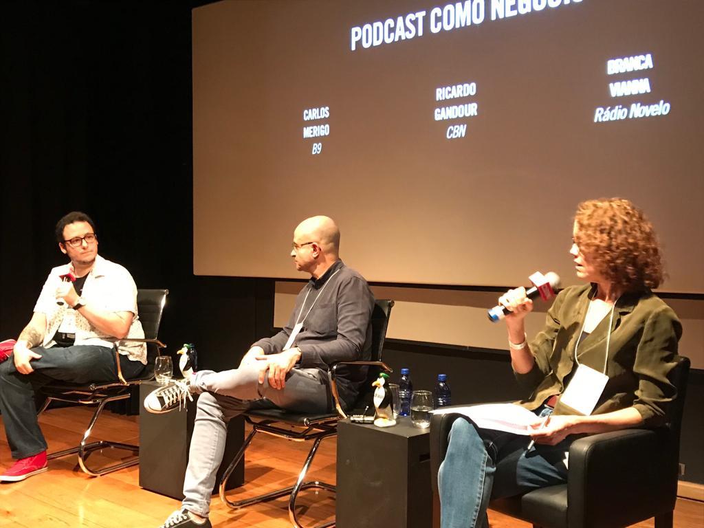 A mesa quatro teve presença do editor-chefe do B9, Carlos Merigo, e do diretor executivo da CBN, Ricardo Gandour, com mediação de Branca Vianna, presidente da Rádio Novelo