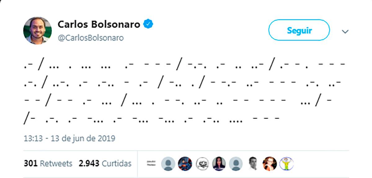 Ao final do dia, Carlos Bolsonaro afirmou estar desistindo de usar o Código Remorse e passou a tuitar na língua do P