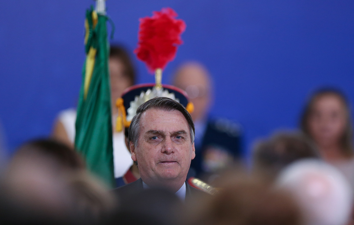 A frase de Bolsonaro constrangeu até o tuiteiro Olavo de Carvalho que, em luto, passou 24 horas sem insultar nenhum militar nas redes sociais