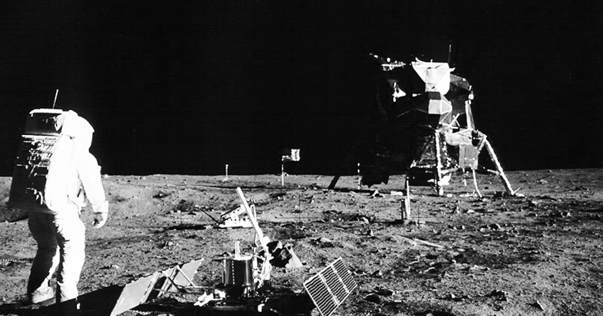 Domingo carioca com astronauta na Lua