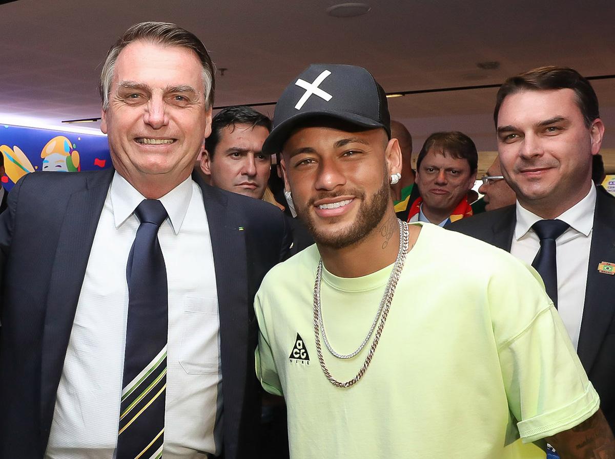 Especialistas afirmam que Neymar já sofre pressão para emprestar seu helicóptero a familiares de Bolsonaro