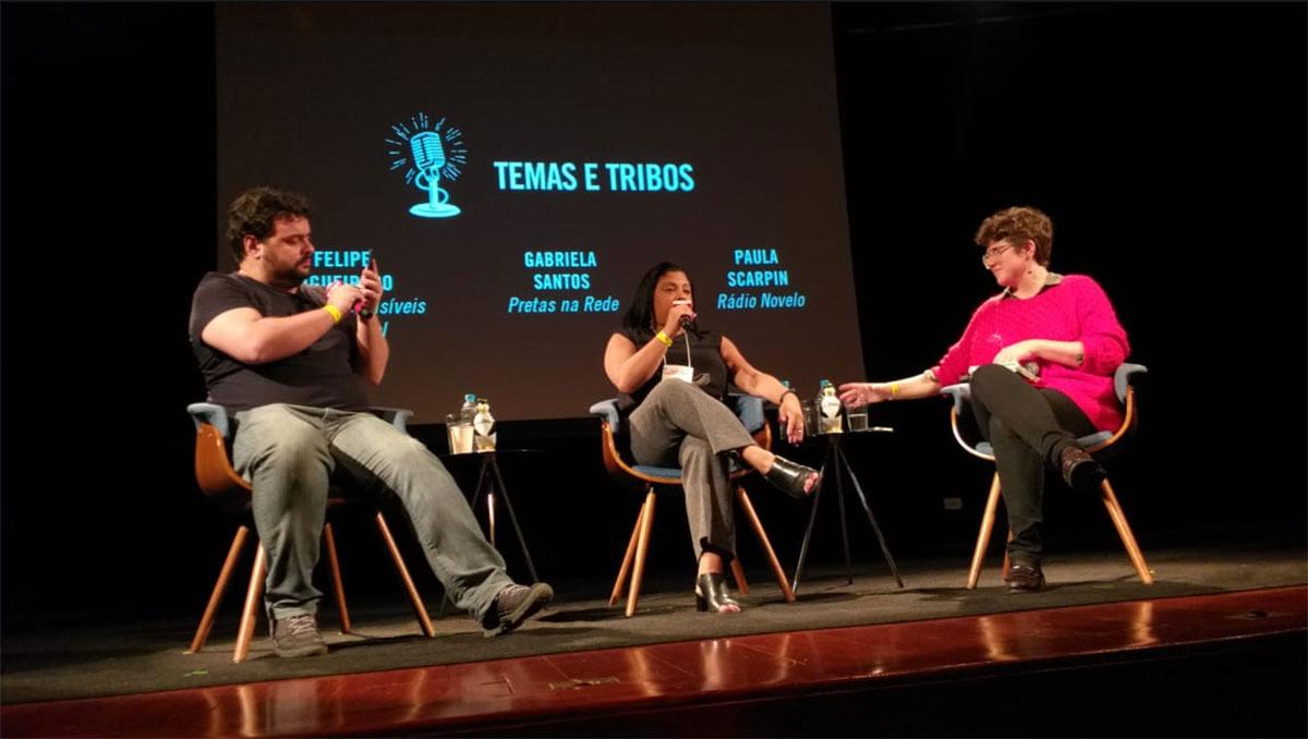 Filipe Figueiredo, Gabriela Santos e a mediadora Paula Scarpin