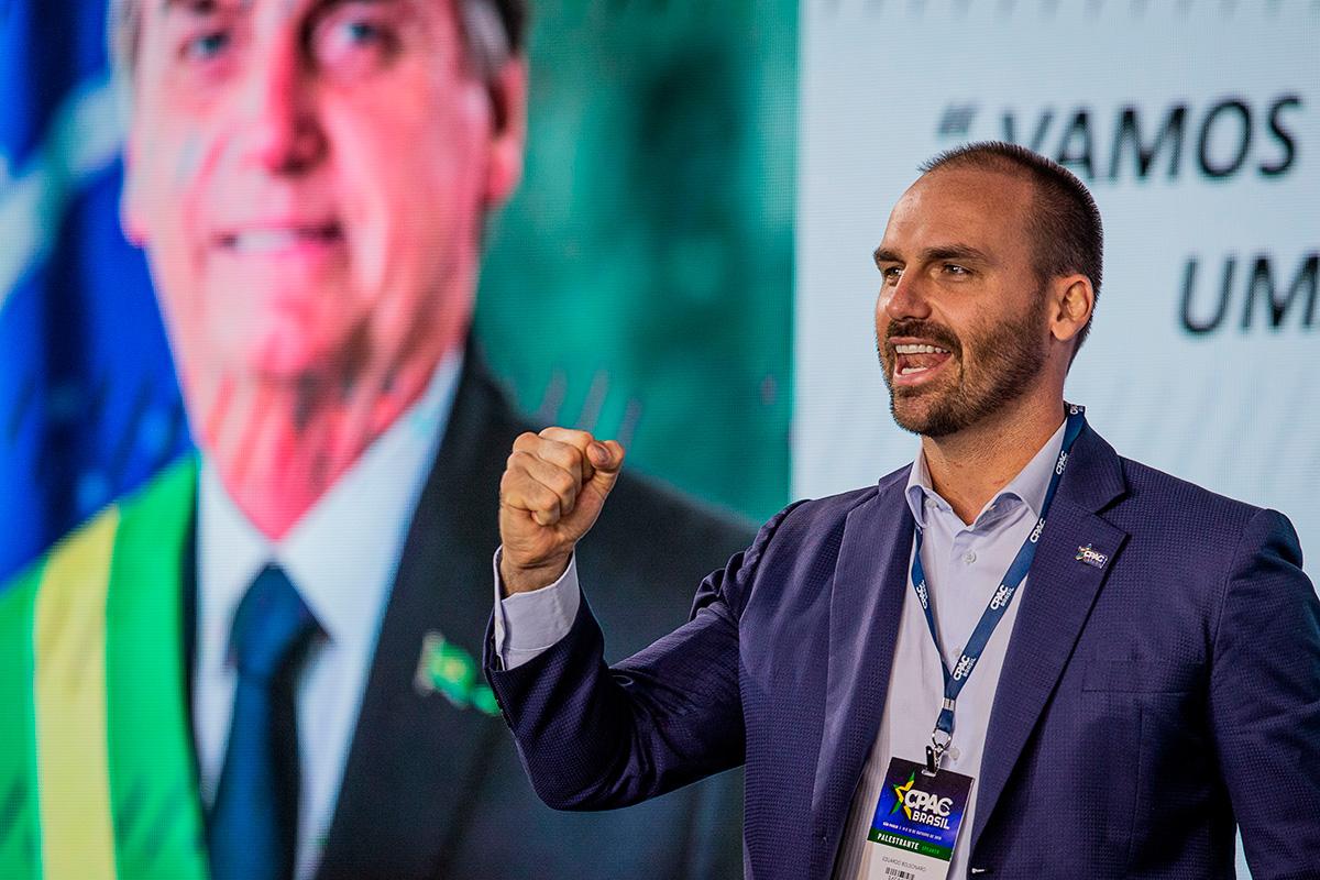 """Eduardo Bolsonaro, chamado de """"mitinho"""" em evento conservador –"""