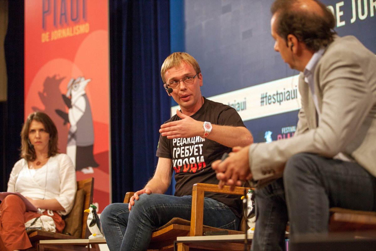 Na foto, a repórter da piauí Thais Bilenky, o convidado Ivan Golunov, do portal russo Meduza, e Jaime Spitzcovsky, colunista da Folha de São Paulo