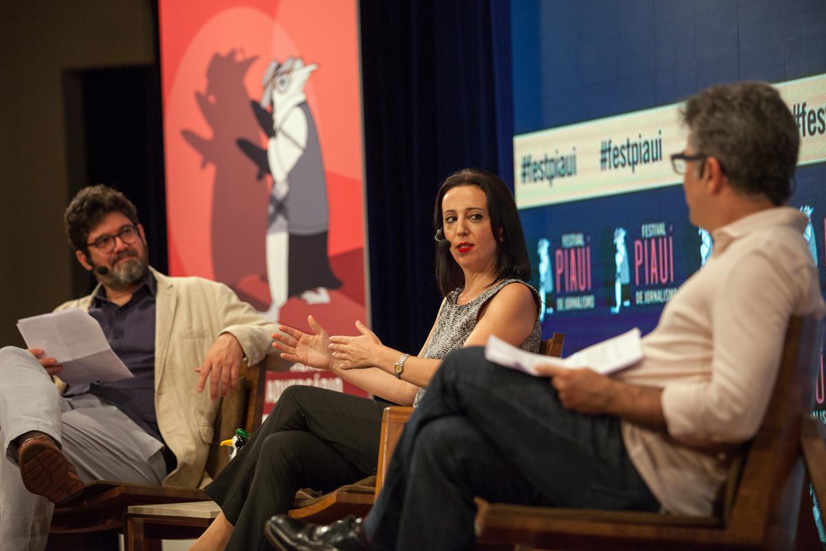 Fabio Victor, da piauí, e Marcelo Lins, da GloboNews, mediaram a conversa com a jornalista Rania Abouzeid