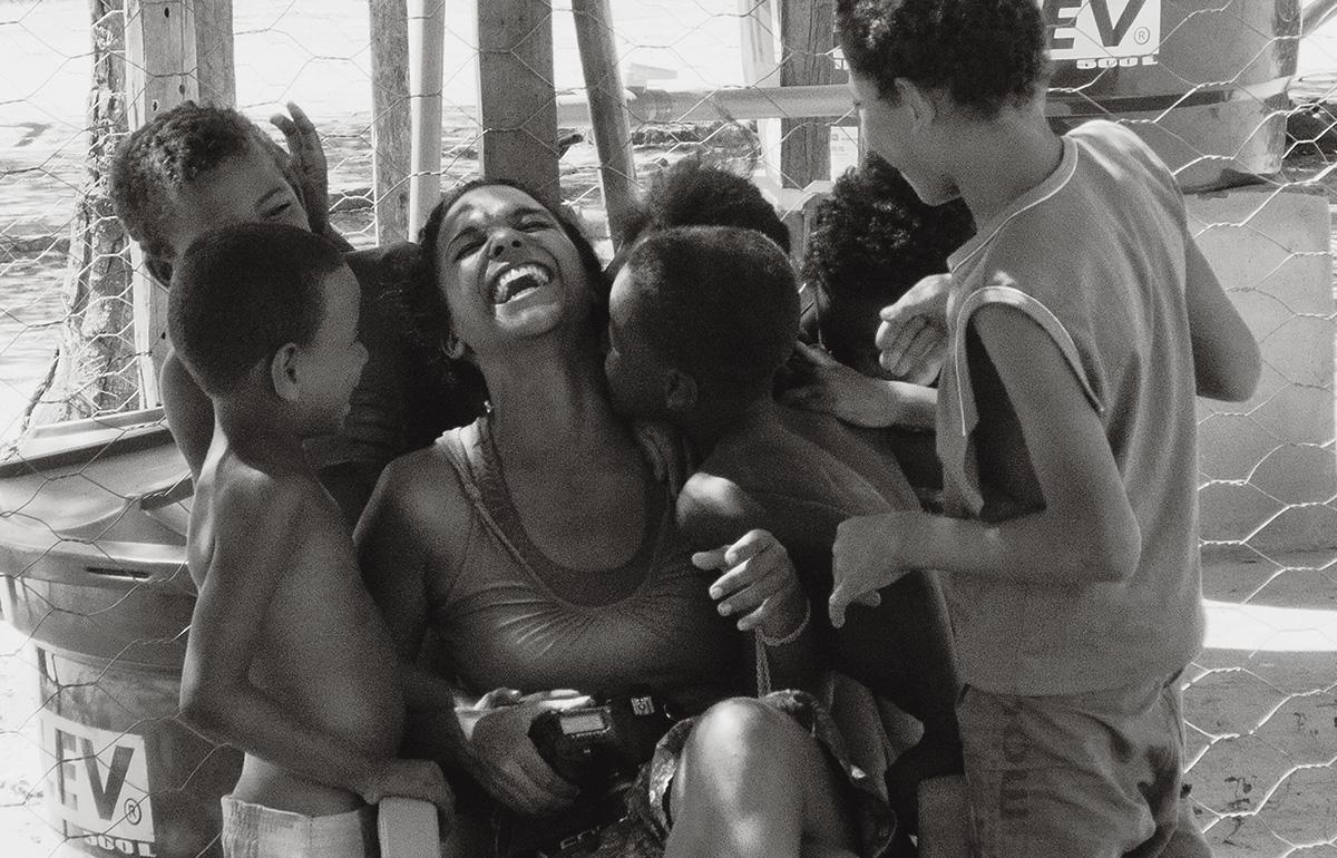 """""""Valdinha encarava o ato de fotografar como uma chance de ser feliz"""", afirma João Roberto Ripper, autor do retrato acima. Ele costumava documentar comunidades tradicionais com a colega"""