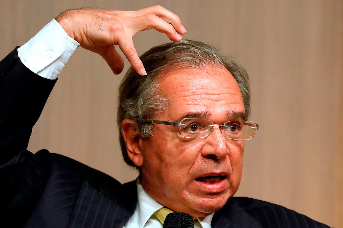 """""""Tem uma questão prática também. Cinco é um número redondo, sem decimal, fica mais fácil para o brasileiro padrão fazer conta"""", afirmou Guedes"""
