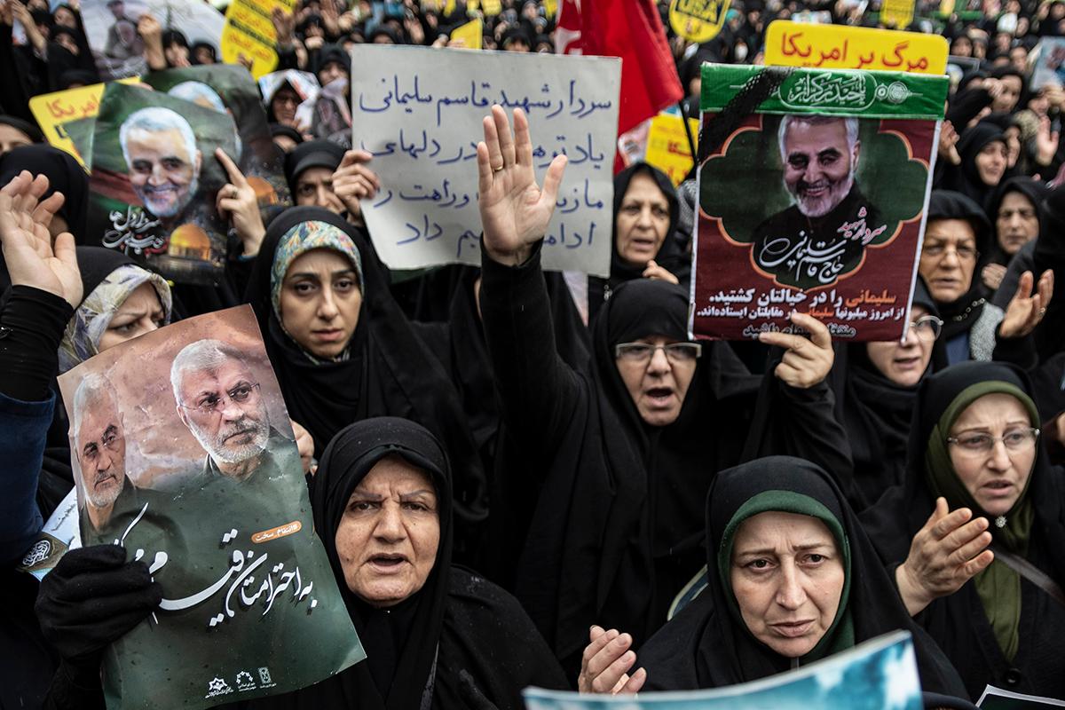 Manifestação de mulheres nas ruas de Teerã