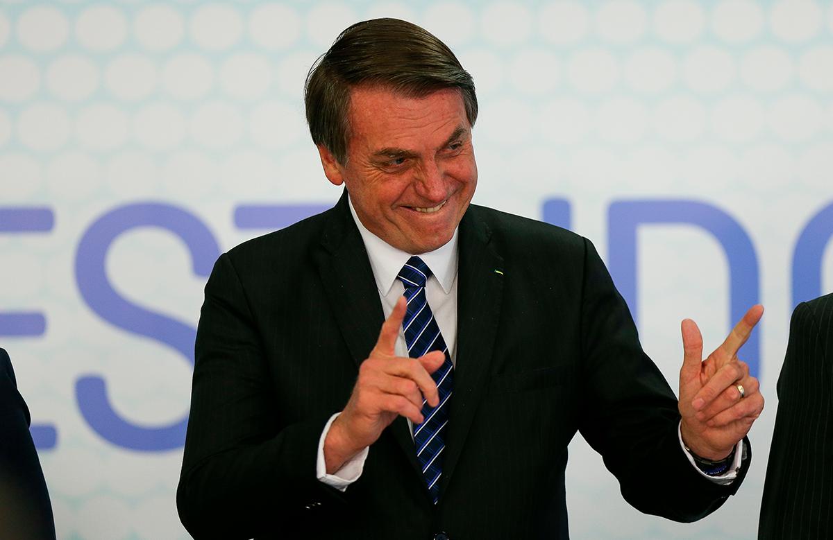 O presidente Jair Bolsonaro pretende tombar a arminha de mão como patrimônio imaterial reconhecido pelo Iphan, o Instituto do Policial Histórico e Artístico Nacional
