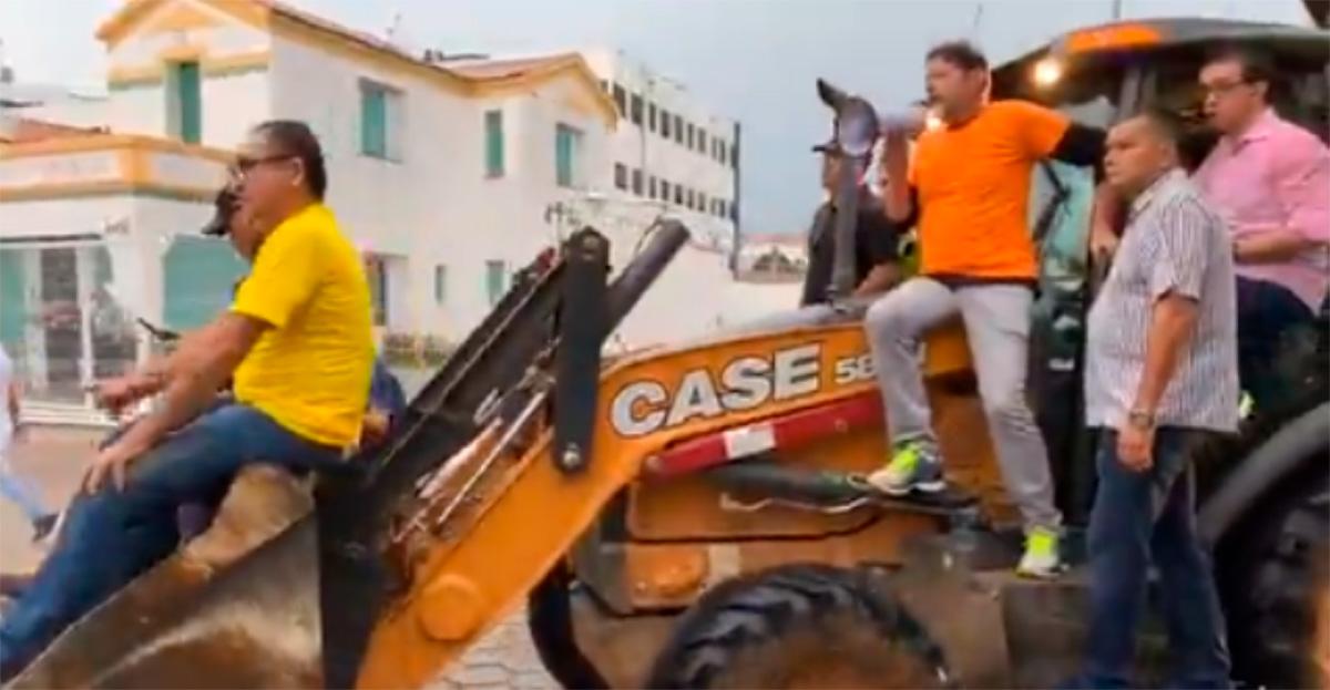Cid também tem sido cotado para amassar carros em provas de picape <i>bigfoot</i>