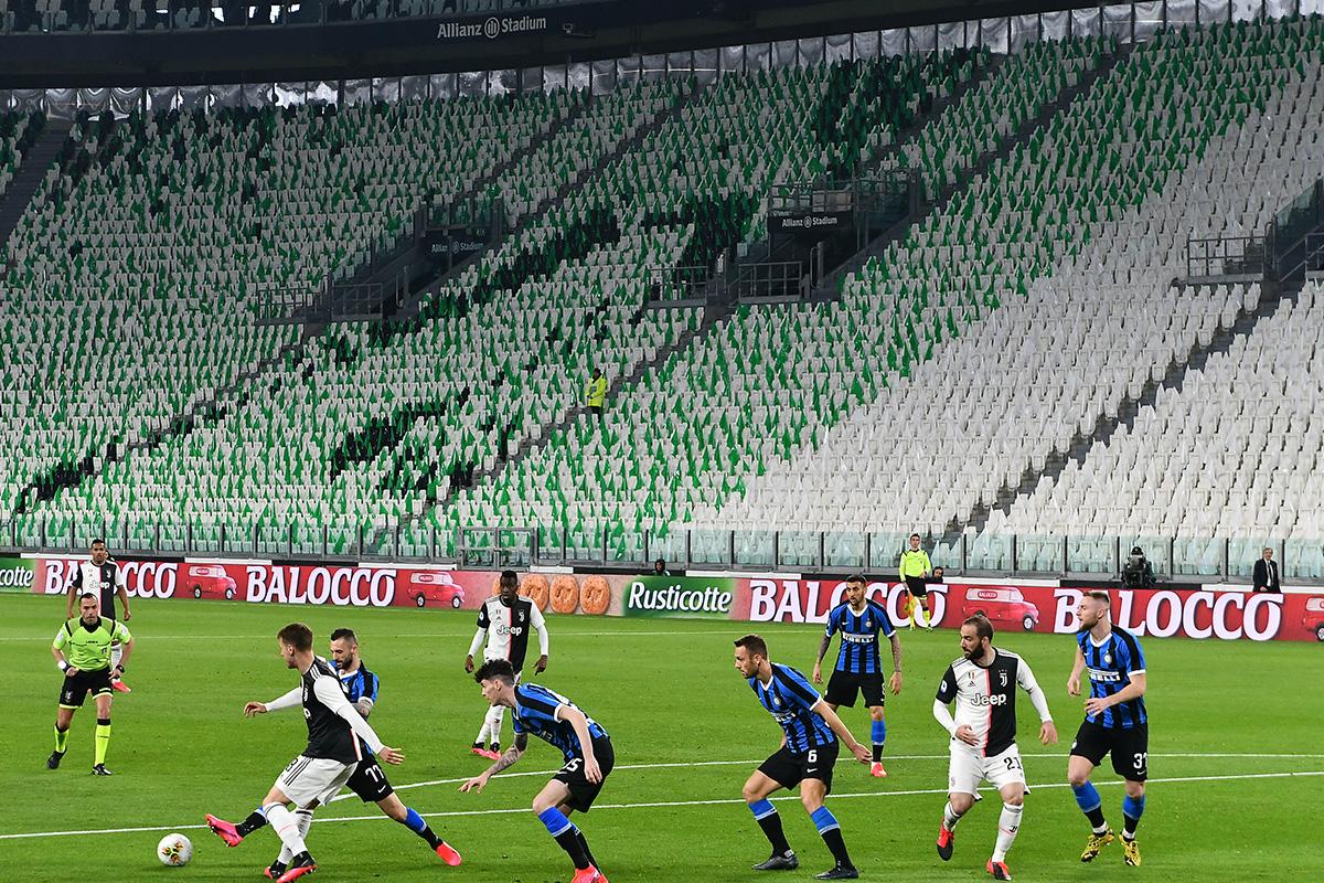 Juventus e Inter de Milão jogam em estádio vazio –