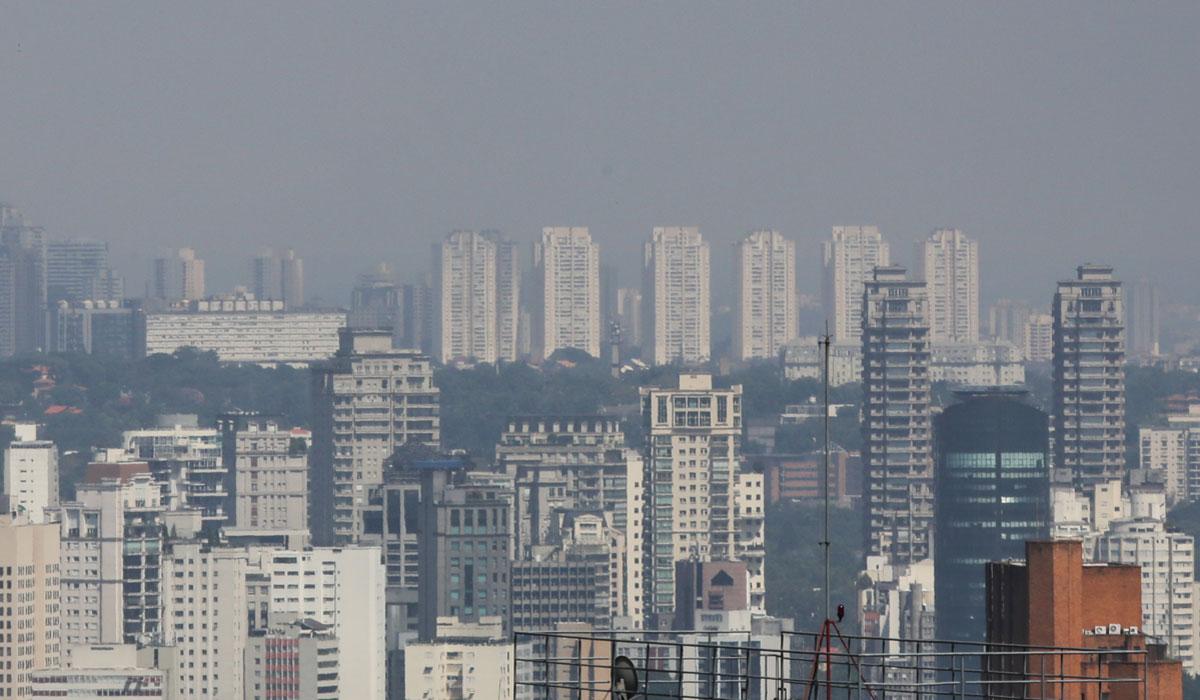 Céu da cidade de São Paulo durante a quarentena / Foto: Fabio Vieira/FotoRua/NurPhoto via AFP