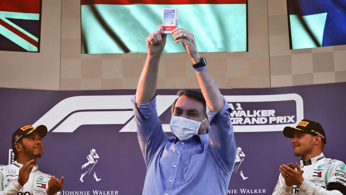 Lewis Hamilton aceitou participar do campeonato após ter sua família subtraída e colocada em cativeiro em Atibaia