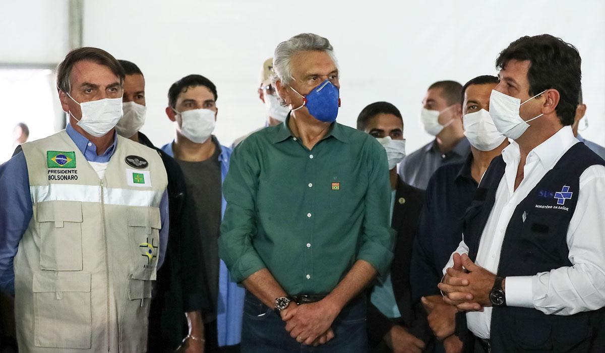 Bolsonaro, Caiado e Mandetta na inauguração de um hospital de campanha em Goiás –