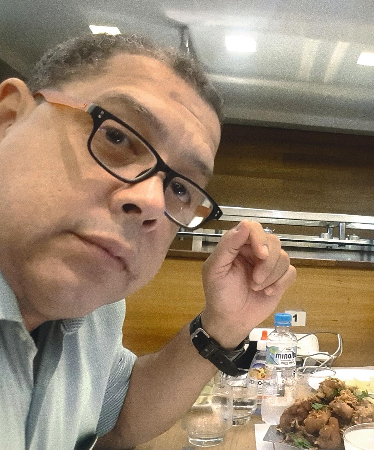 Pompílio, em foto postada no Facebook: segundo um delator, o delegado chegou a achacar até o operador do seu próprio esquema de achaque