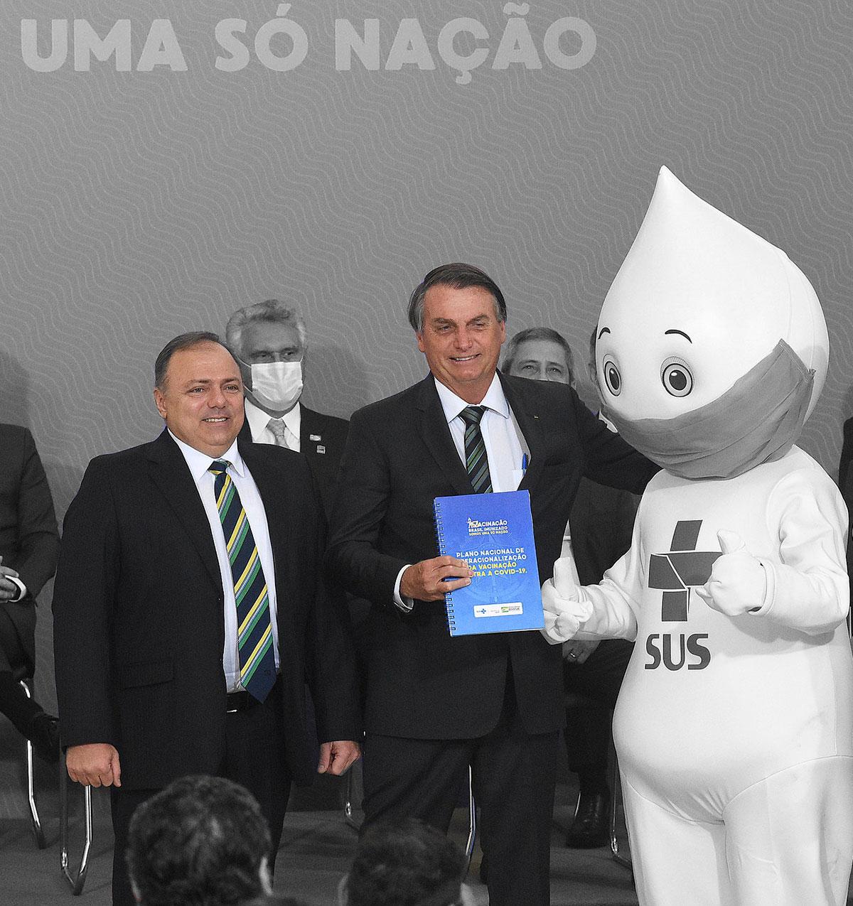 Bolsonaro e Pazuello no lançamento do Plano Nacional de Operacionalização da vacina contra a Covid-19 –