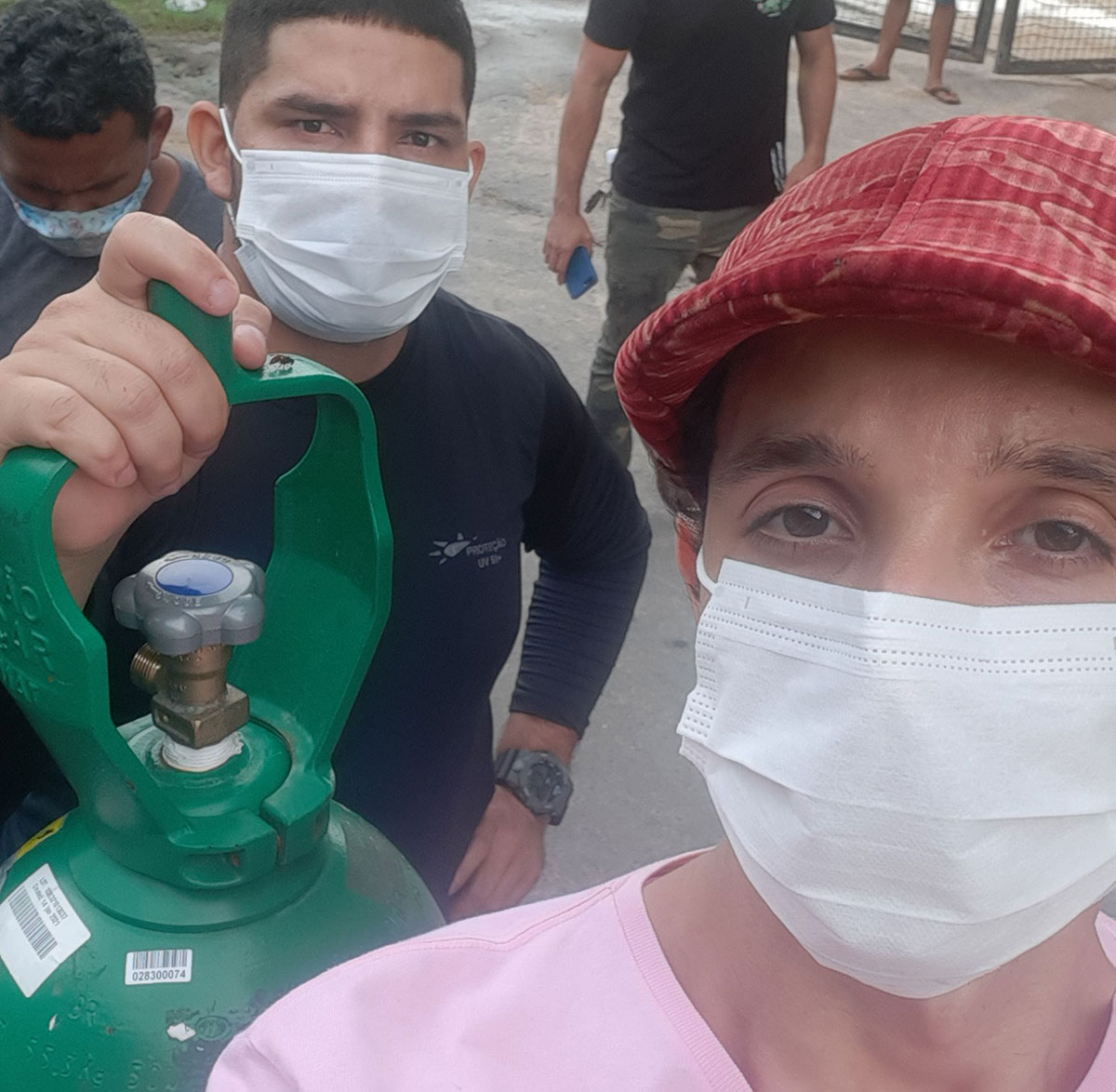 Eduardo Souza Cruz na fila em busca de oxigênio –