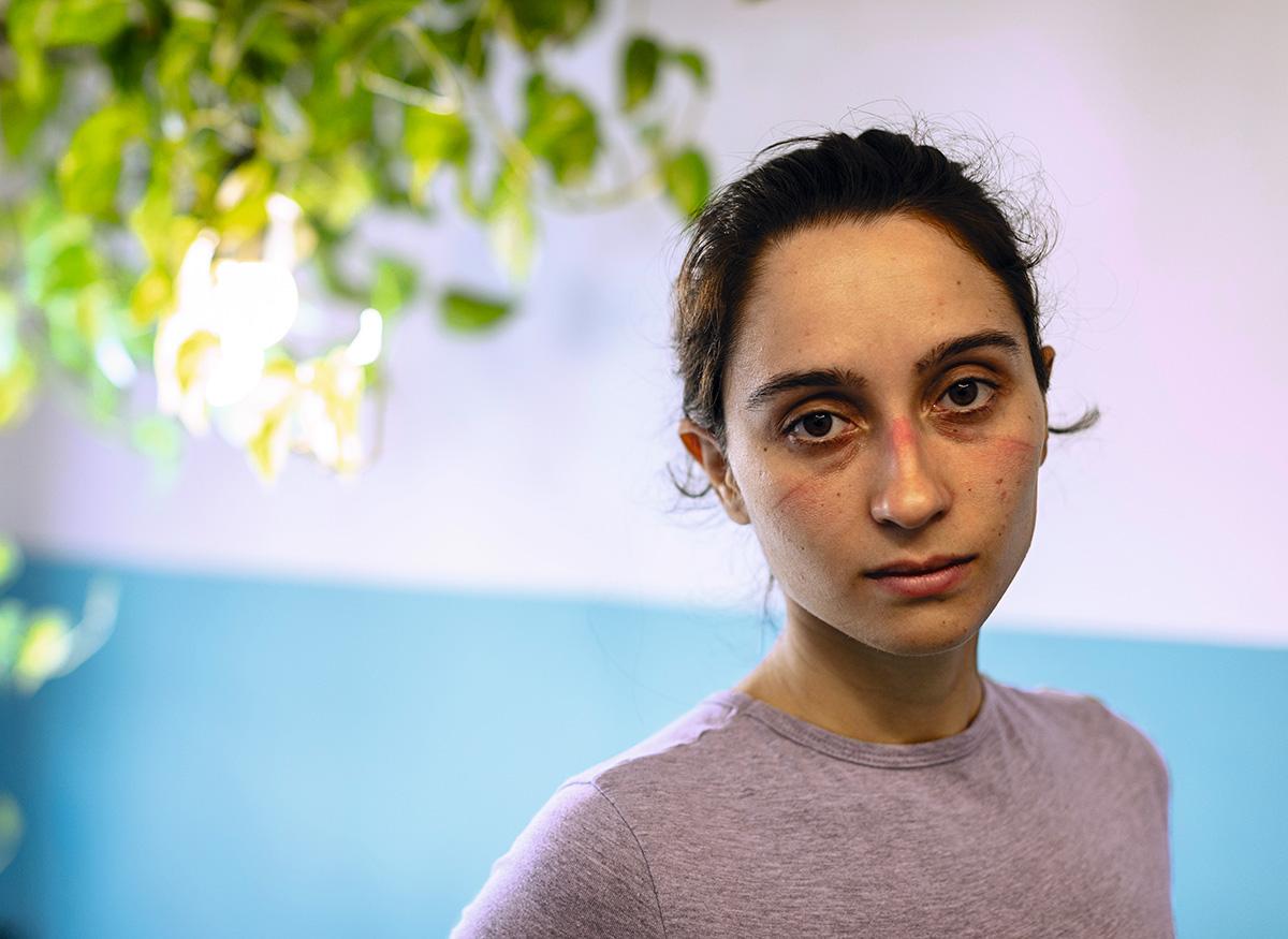 """Roberta Viola no hospital em Belo Horizonte: """"Quanto tempo leva para a tosse parar? E a saturação, quando normaliza? A essas e tantas outras perguntas, os médicos só conseguem responder 'Não sabemos.' Ou 'Ainda estamos aprendendo.'"""""""