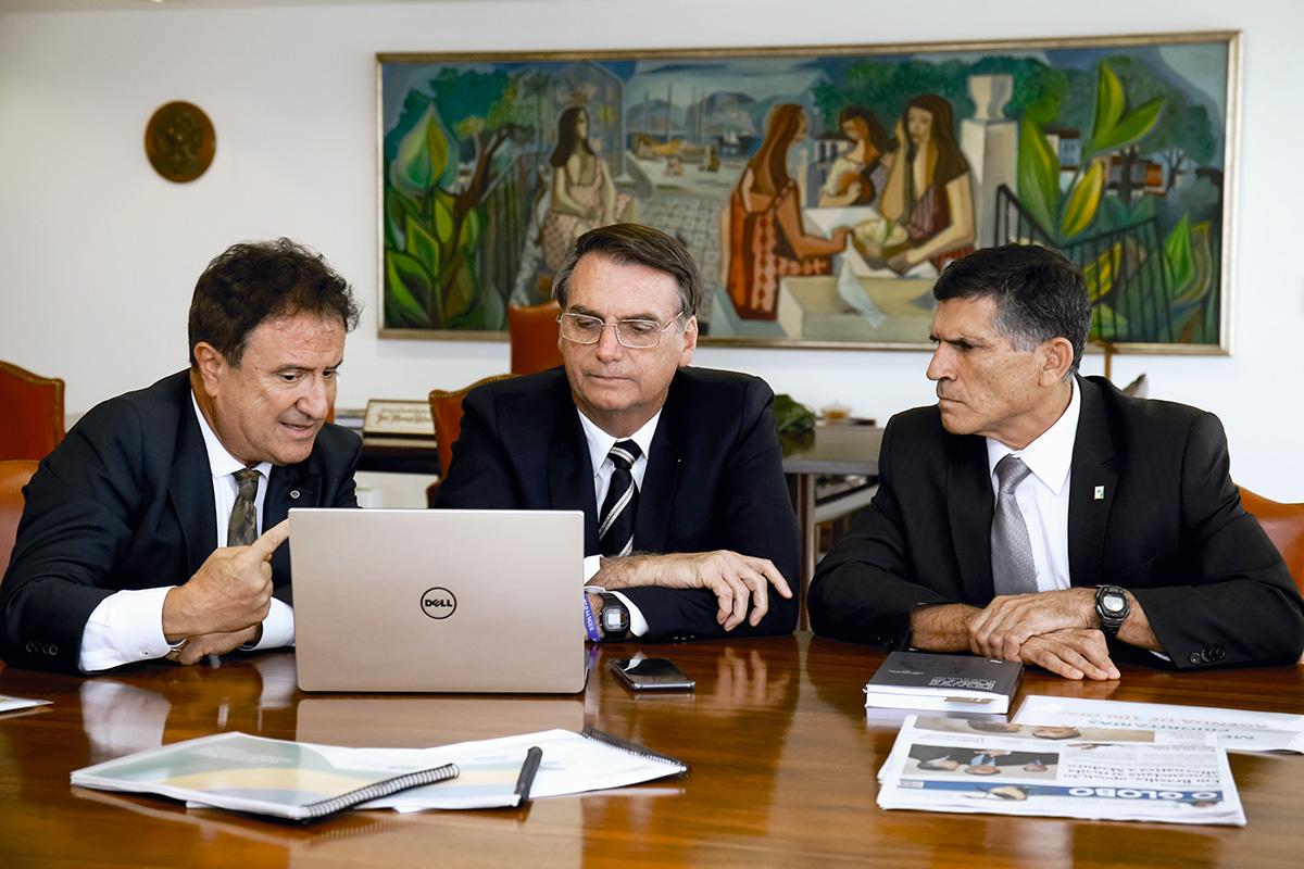 """Miranda, numa reunião com Bolsonaro e o então ministro Santos Cruz: """"Ele toca sua flauta, e quem não conhece o assunto compra aquele discurso"""", diz o ecólogo Ricardo Machado"""