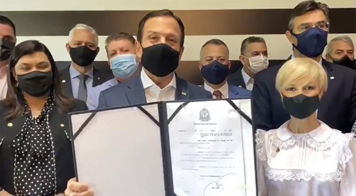 Para irritar ainda mais o presidente, Doria anunciou a construção de uma fábrica de coletes à prova de balas da marca Ralph Lauren em São Paulo –