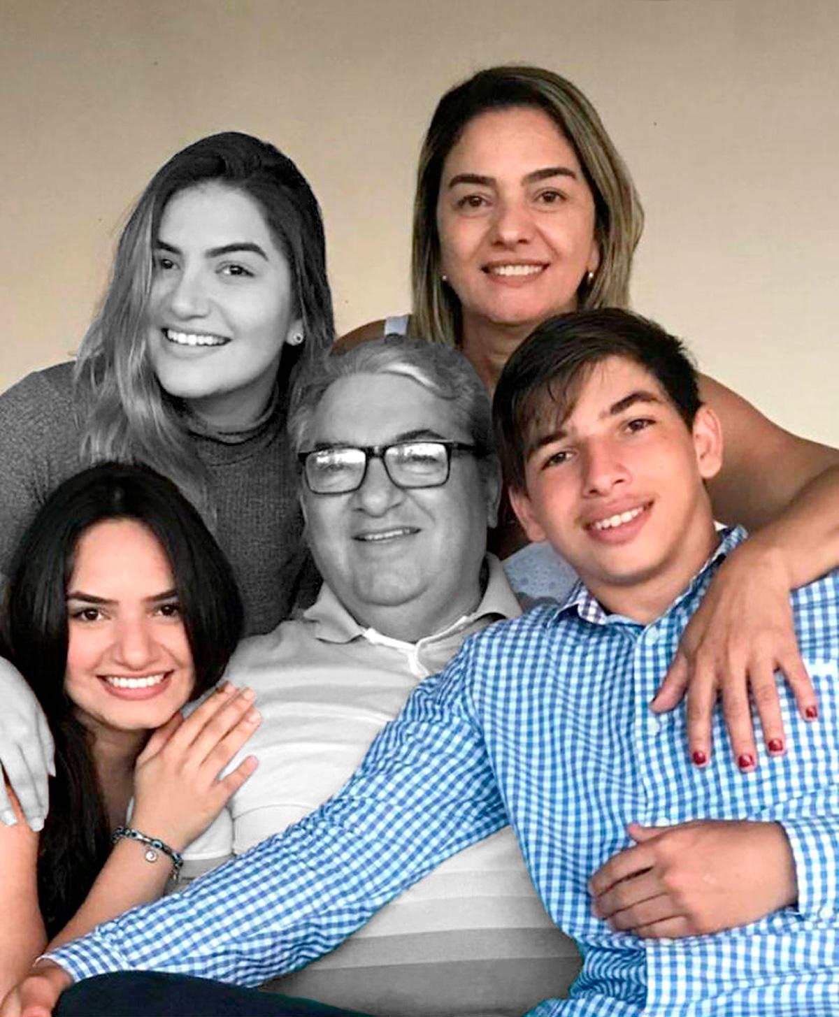 Emanuelly Cavalcante (no abaixo, à esquerda), com a irmã, Emily, o pai, João Joaquim (ambos mortos por Covid), a mãe, Maria Aparecida, e o irmão, Emanuell: família perdeu dois membros em 48 horas –