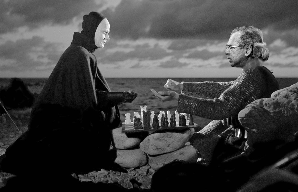 """O Ministério da Eugenia vai lançar um institucional em que Guedes aparece jogando xadrez com a morte no filme """"O décimo-sétimo selo"""", de Ingmar Friedman"""