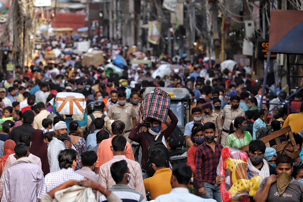 Movimentação em Délhi, na Índia: país é o novo epicentro da pandemia –