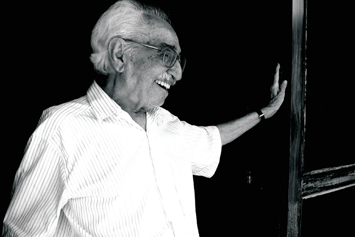 Manoel de Barros em sua casa: refúgio do poeta pantaneiro abriga sua biblioteca, móveis e utensílios domésticos  –