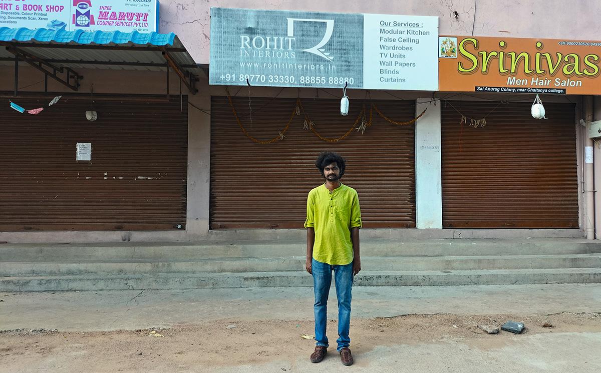 Tejas Harad em Hyderabad, que vive novo lockdown: a urina de vaca – para nacionalistas hindus, uma antiga panaceia – agora é citada por políticos como remédio milagroso contra a Covid