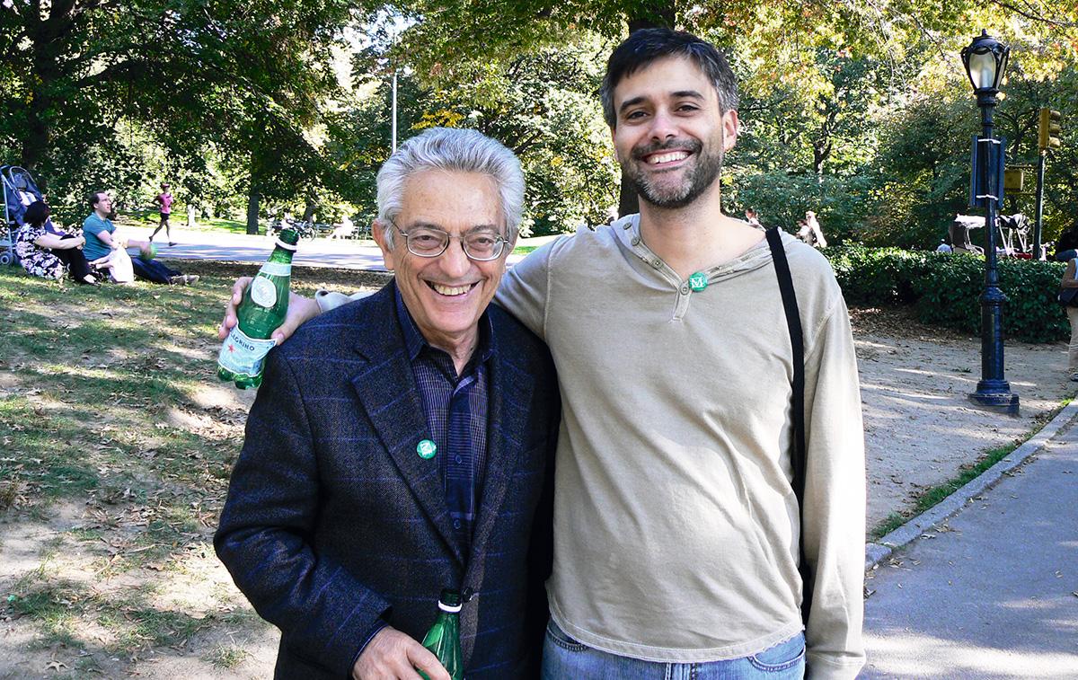 Bosi com Pedro Meira, num passeio no Central Park, em 2008: ele relutou em visitar os Estados Unidos, mas, depois de se certificar de que Bush deixaria a Casa Branca, cedeu ao convite