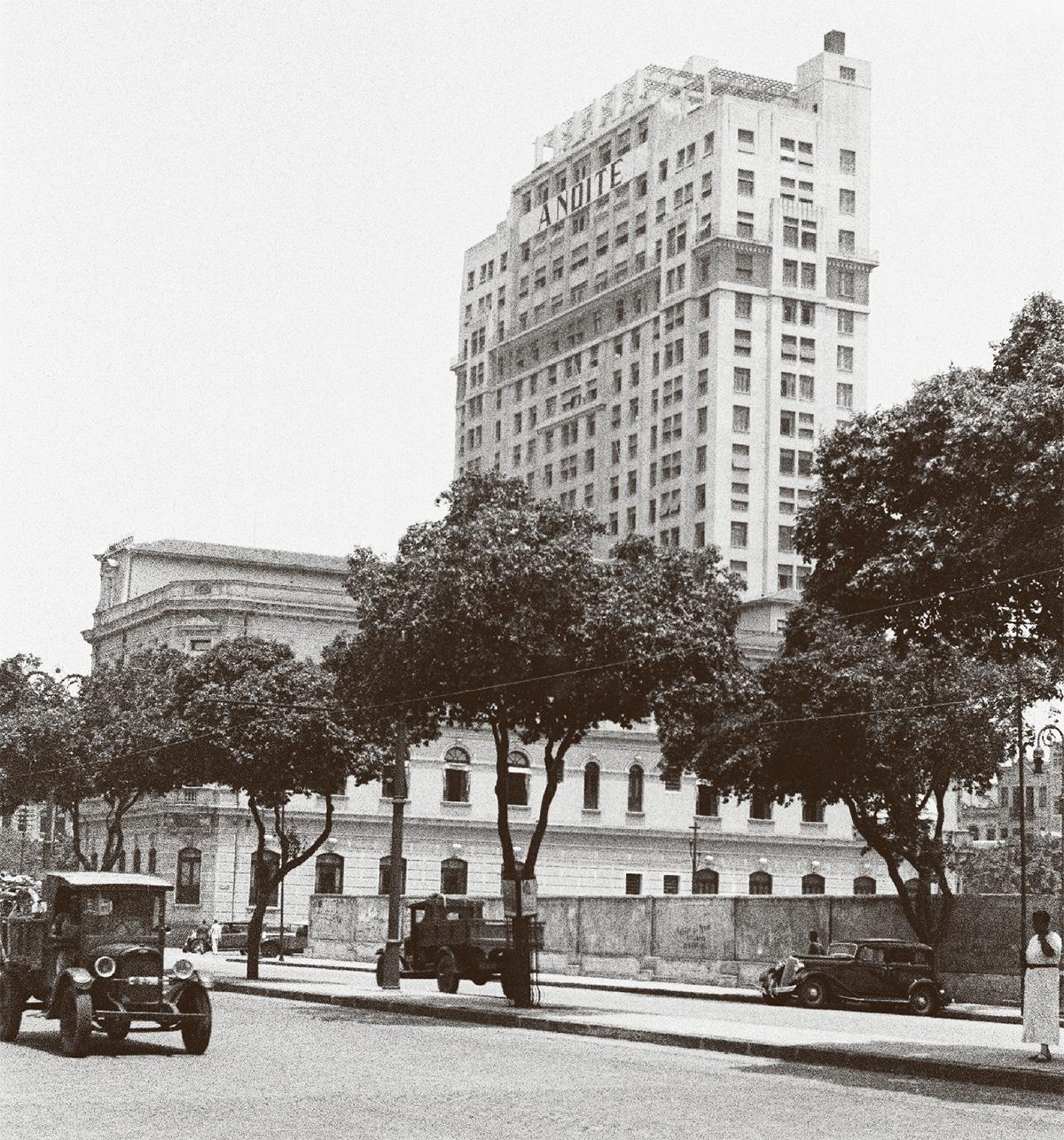 O edifício, nos anos 1930: ali, na Rádio Nacional, desfilava uma panapaná de reis e rainhas