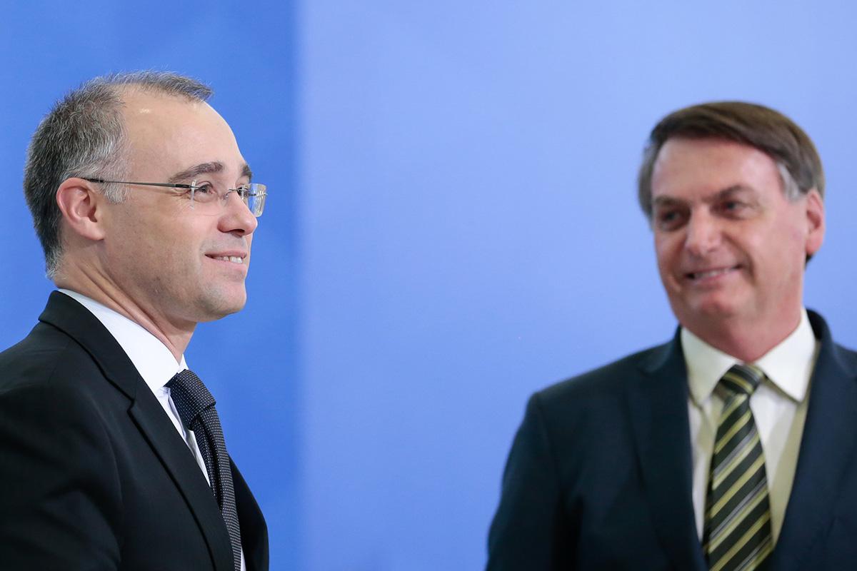 André Mendonça e Jair Bolsonaro –