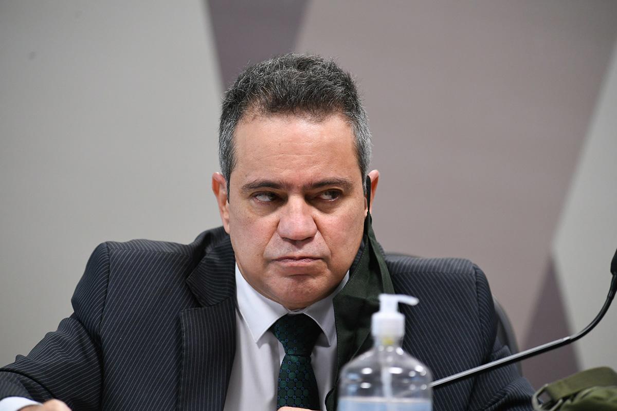 O coronel Elcio Franco ao depor na CPI –