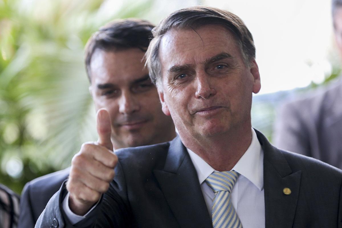 O senador Flavio Bolsonaro já pautou 300 assessores-fantasma para se debruçar sobre o tema