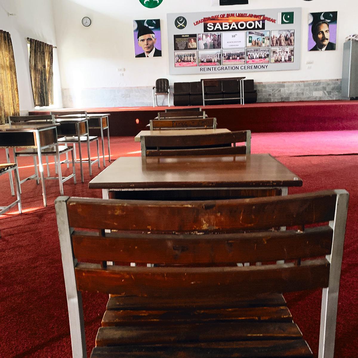 Sala de aula de Sabaoon: no centro de desradicalização no Paquistão, os jovens traumatizados com a lavagem cerebral que lhes impusera o Talibã pareciam estar em outro tempo e espaço