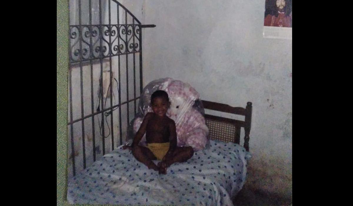 O boxeador criança, na casa da mãe