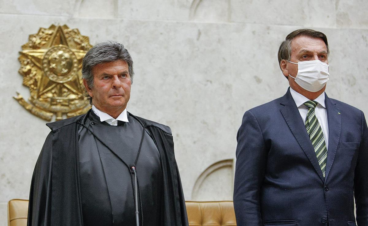 """O ministro Luiz Fux chegou a comentar na live de Bolsonaro: """"ninguém aqui tem sangue de barata!"""". Em seguida, três minutos depois, apagou o comentário."""