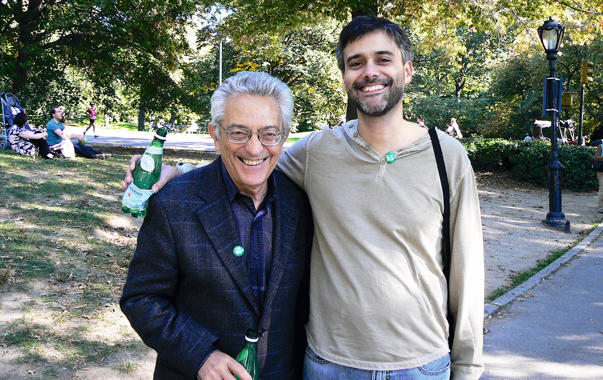 Bosi with Pedro Meira, on a walk in Central Park, in 2008. He was reluctant to come to the United States but, after confirming that Bush would be leaving the White House, he ceded to the invitation