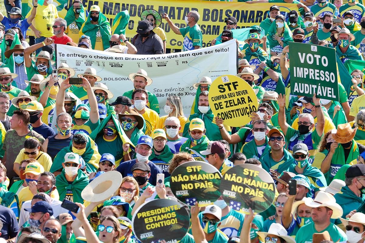 Apoiadores do governo Bolsonaro em manifestação na Esplanada dos Ministérios, em maio