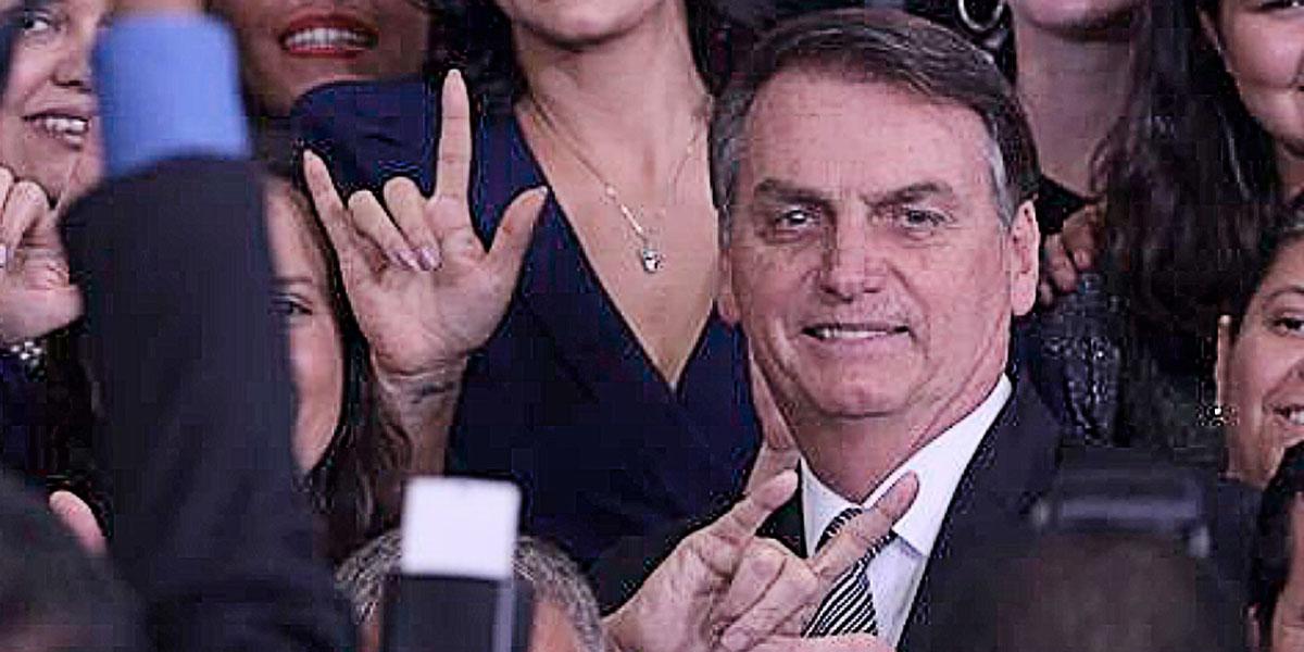 """""""Acabou, porra! Vou intervir!"""", teria dito Bolsonaro ao saber sobre desfalques da ex-mulher sobre seus desfalques no salário de funcionários"""