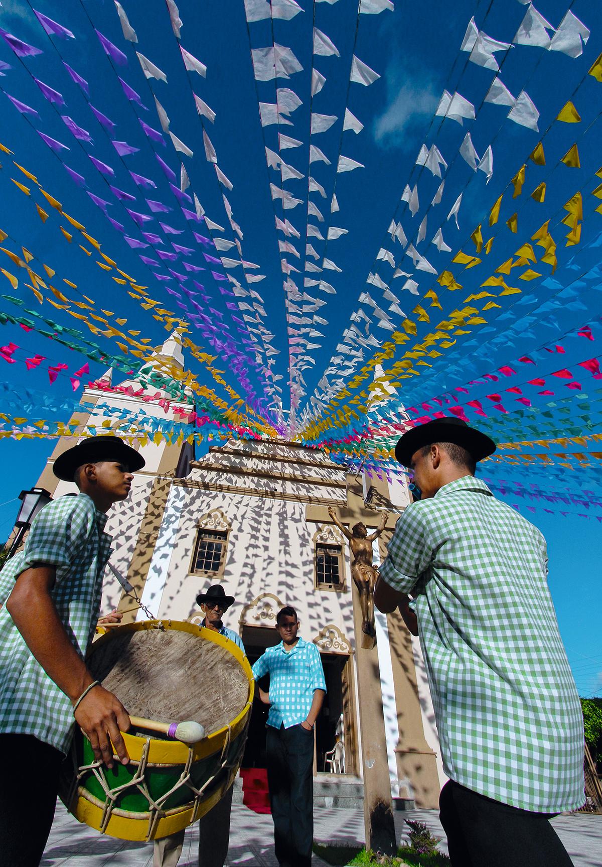 Festa da banda de pífano, em frente à igreja de Barbalha