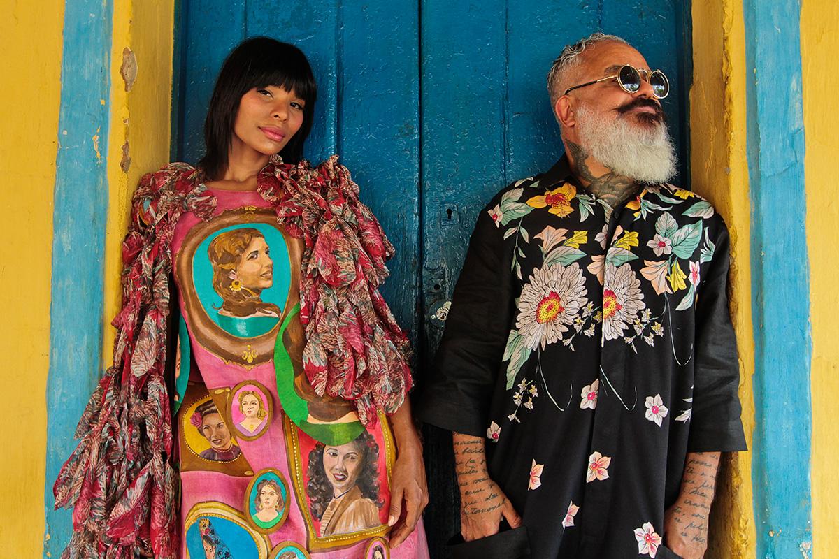 Suyane Moreira e Ronaldo Fraga, no Centro histórico de Barbalha